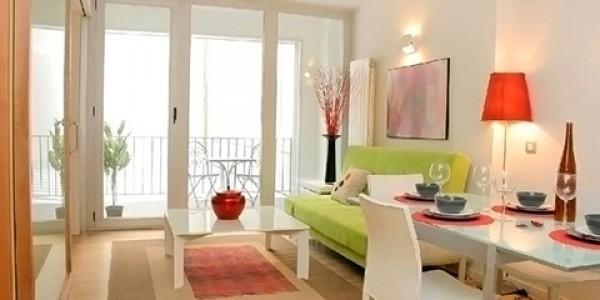 salón sillas blancas