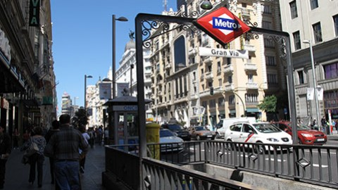 Los 5+1 rincones que no te puedes perder en la Gran Vía de Madrid.