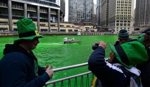 Río chicago verde en San Patrick