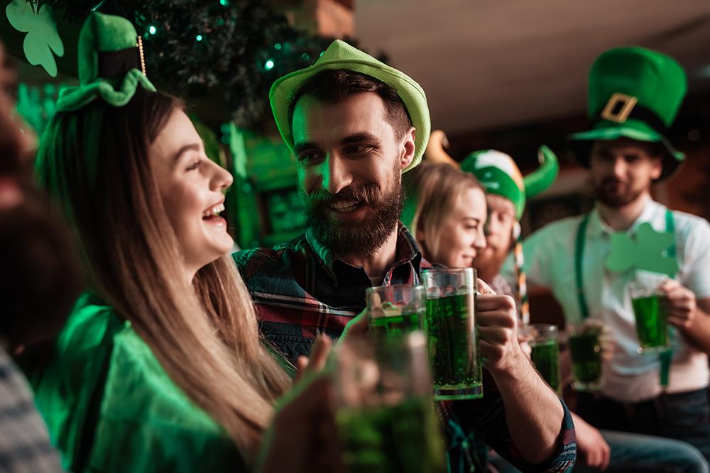 Gente celebrando St. Patrick en Madrid, Gavirental