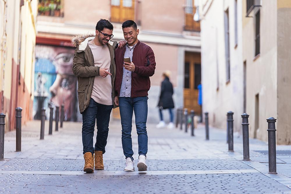 Estudiantes paseando por las calles de madrid, gavirental