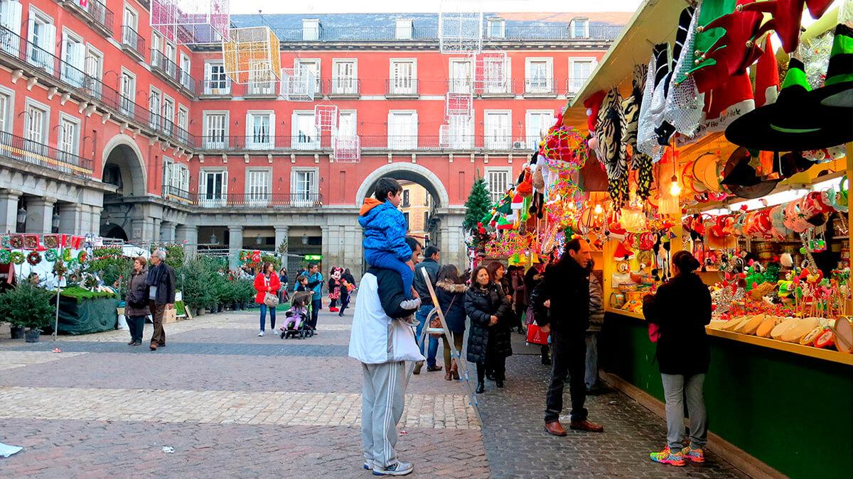 Punto de venta dde abetos en La Plaza Mayor, que hacer  con niños, gavirental