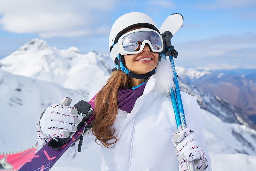 Mujer equipada para hacer esquí en Madrid, gavirental