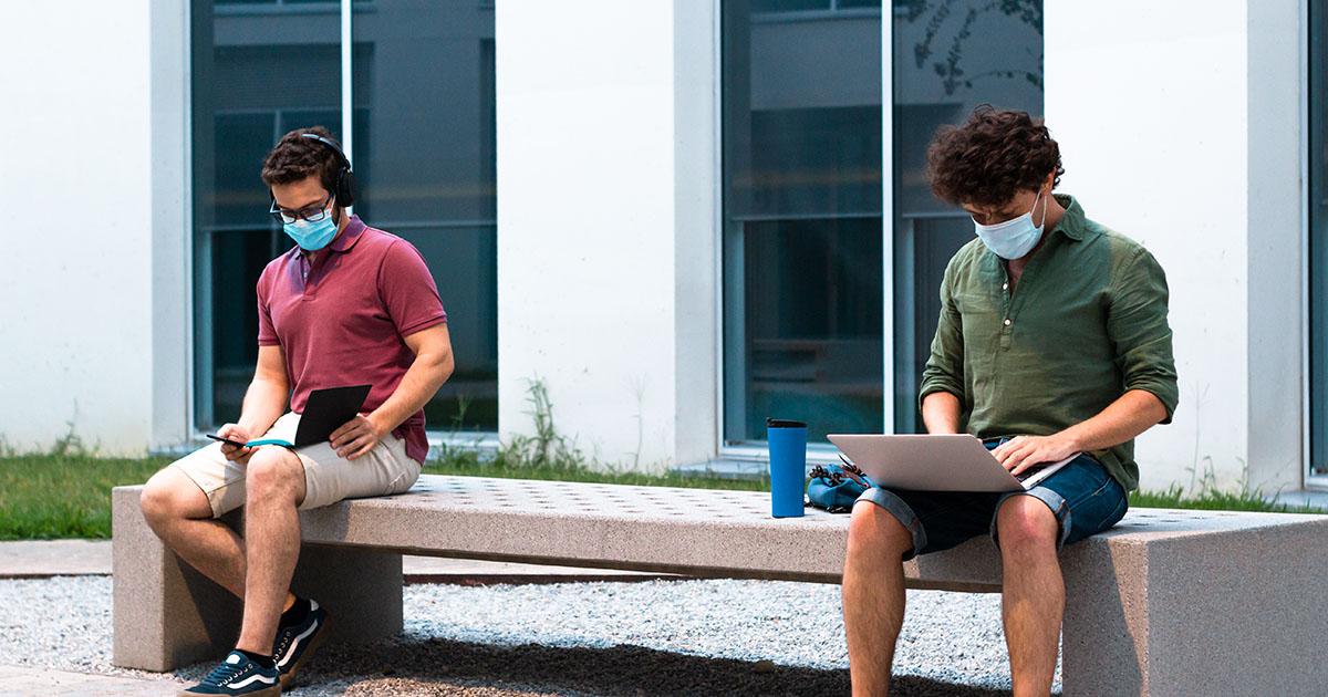 estudiantes en campus de escuela de negocio en madrid, gavirental