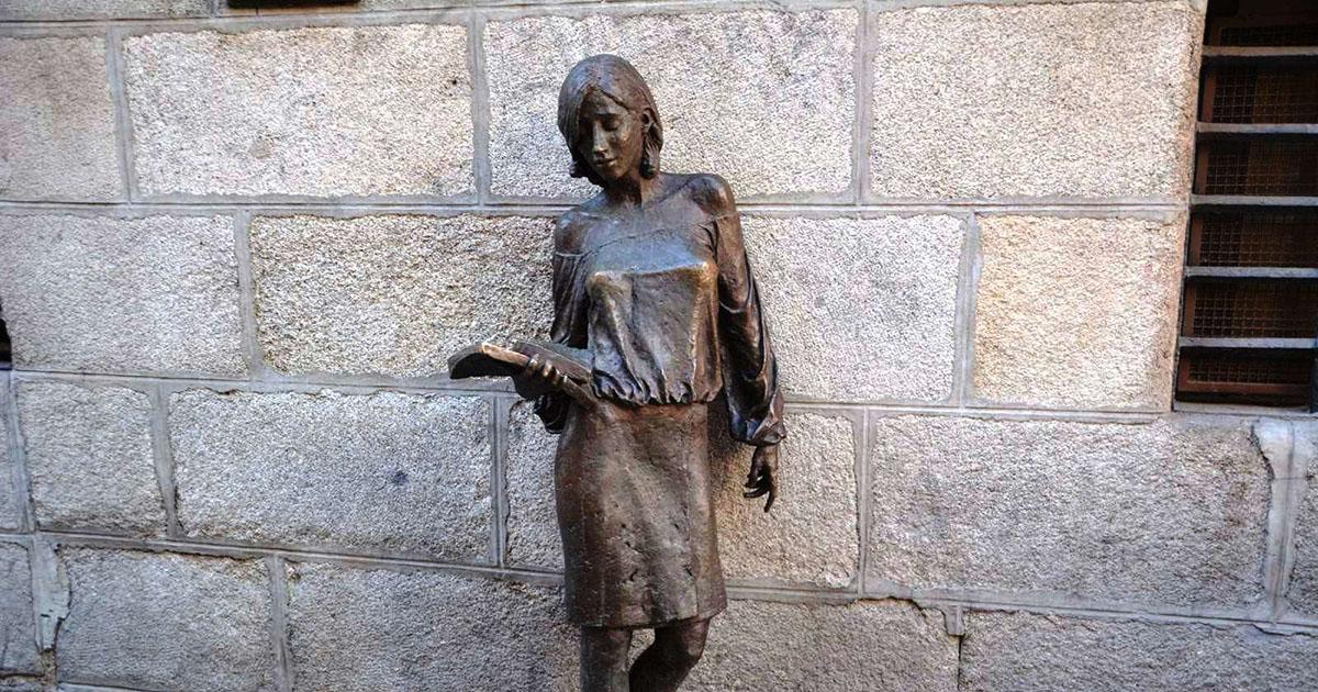 estatua julia Gavirental
